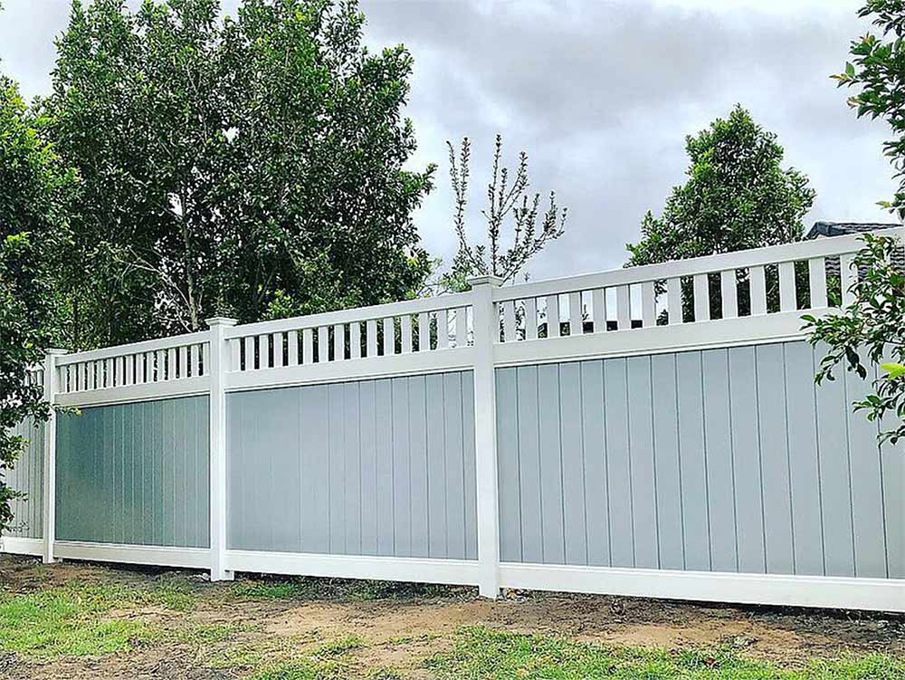 Full Privacy Fence with Windsor Picket Top with Grey Infills