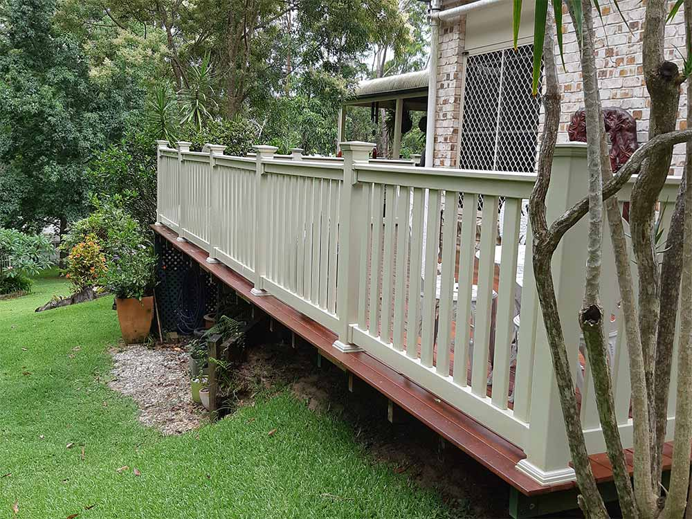 T-Rail Balustrade with 77x22mm Pickets, New England Post Caps & Post Skirts in Almond