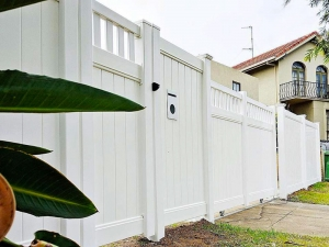 Full Privacy Fence with Full Privacy Windsor Picket Top Gates