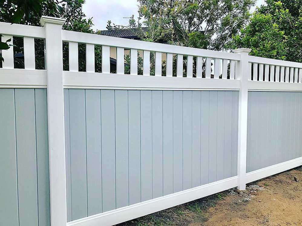 Full Privacy Fence with Windsor Picket Top - Grey Infills
